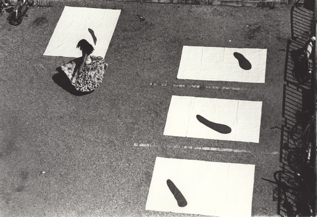 Yoko Toda performing at Cité des Arts, Paris, 1976 courtesy Yoko Toda