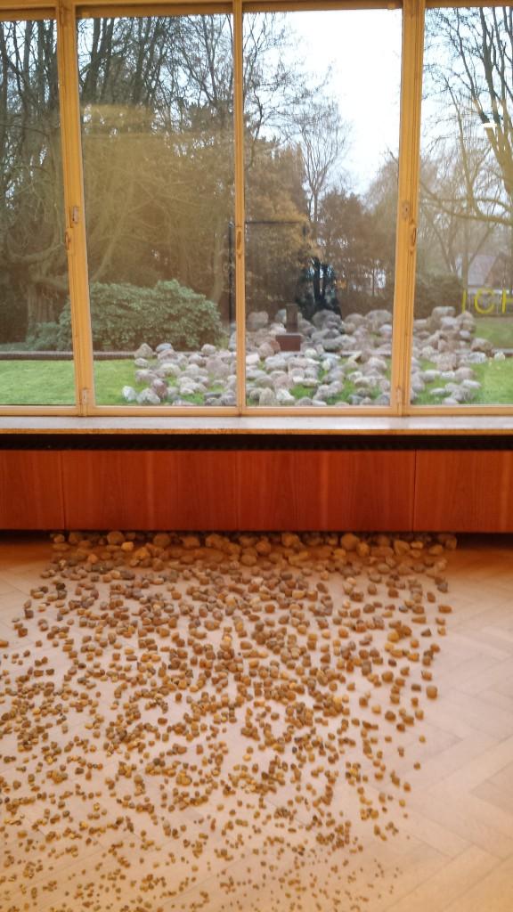 """Alicja Kwade, """"Grad der Gewißheit"""", Haus Esters, Installationsansicht Foto: © Magdalena Kröner"""