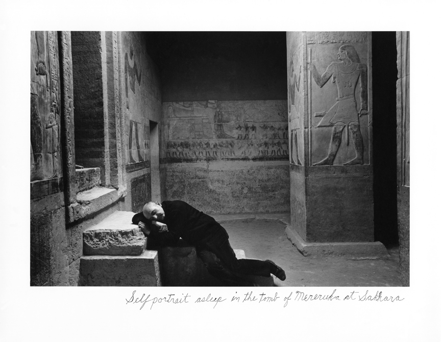 Selfportrait asleep in the tomb of Mereruka at Sakkara © Duane Michals Copyright Duane Michals. Courtesy Admira, Milan / Galerie Clara Maria Sels, Duesseldorf