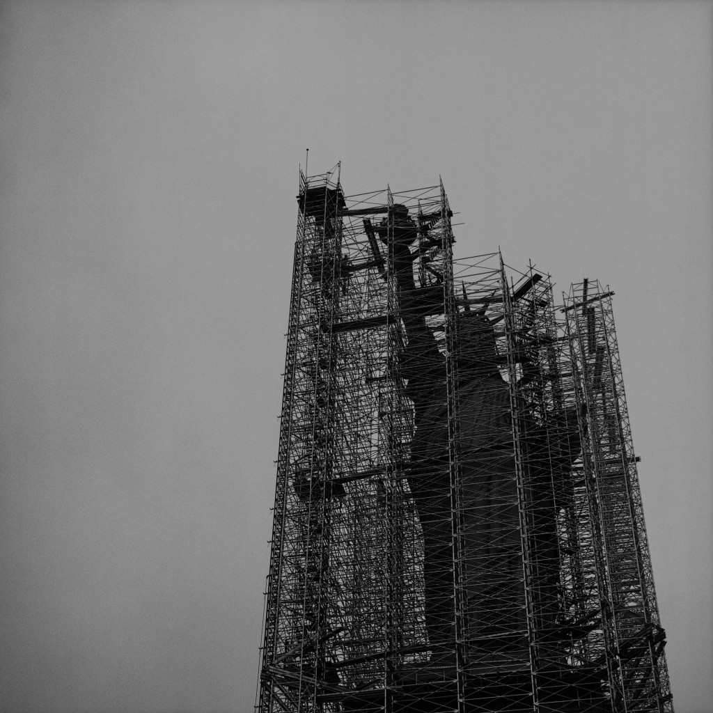Rosalind Fox Solomon, Liberty Scaffolded, 1976, Courtesy die Künstlerin und Bruce Silverstein, New York