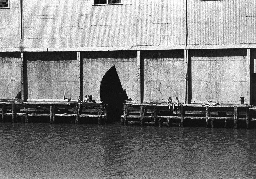 Alvin Baltrop, The Piers (With Couple angaged in Sex Act) (1975 -86), Courtesy Third Streaming, New York